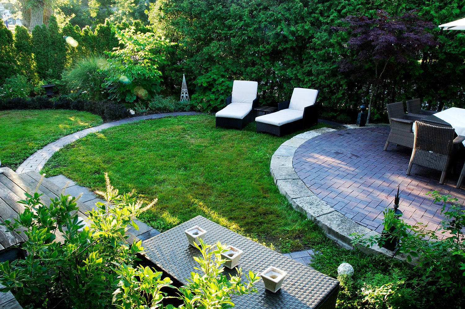 Pointe claire hodgins and associates landscape design for Associate landscape architect