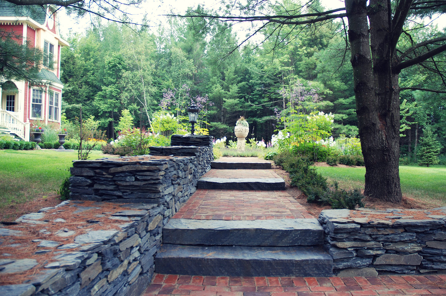 Mat riaux inertes hodgins and associates landscape for Landscape design services